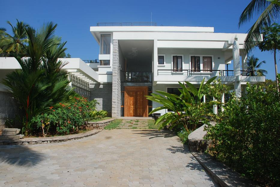 Luxury-residence-of-exceptional-design-in-3-acre-plot-extensive-views-in-Kovalam-Thiruvananthapuram